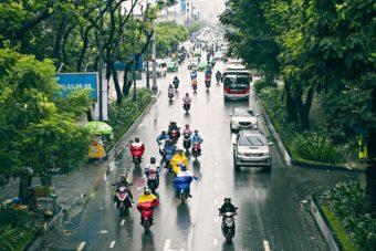 Αδιάβροχο σε κάθε μηχανάκι στο Βιετνάμ