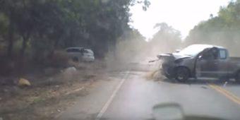 Ανατριχιαστικό βίντεο από μετωπική σύγκρουση ο οδηγός πετάγεται εκτός οχήματος