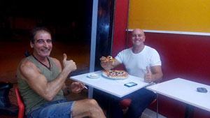 GT Burger Pizza το καινούργιο fast-food του Γιώργου στο Βιετνάμ