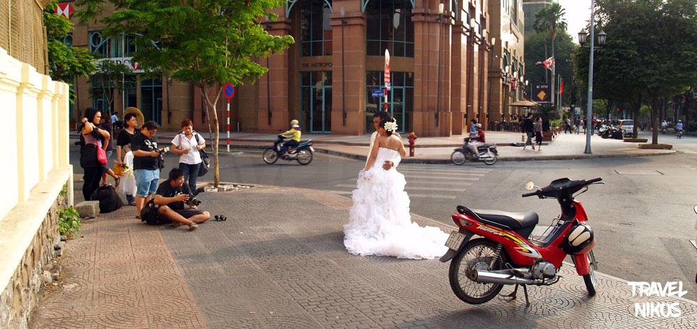 Γάμος αλά Σαιγκόν ! Εκκλησία Notre-Dame Basilica στην πόλη του Χο Τσι Μινχ