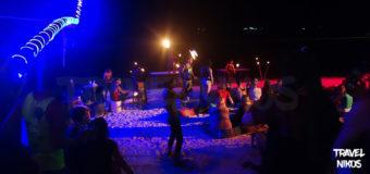 Παραλία Sairee στο Κο Τάο το βράδυ με φωτιές