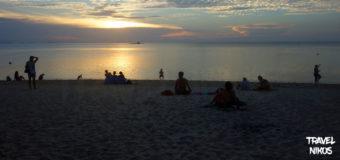 Παραλία Ζεν ηλιοβασίλεμα στο Κο Πανγκάν της Ταϊλάνδης