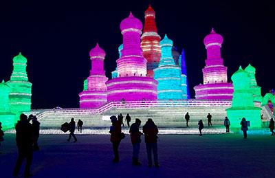 Στο φεστιβάλ γλυπτών πάγου στη Χαρμπίν (Harbin). Όλα τα κτήρια είναι φτιαγμένα από πάγο, Κίνα