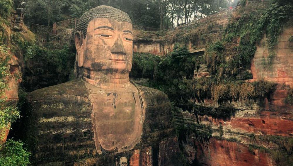 Ο γιγάντιος Βούδας στη Λεσάν, επαρχία Σέτσουαν.