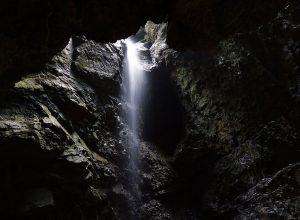 Καταρράκτες σε Σπηλιές