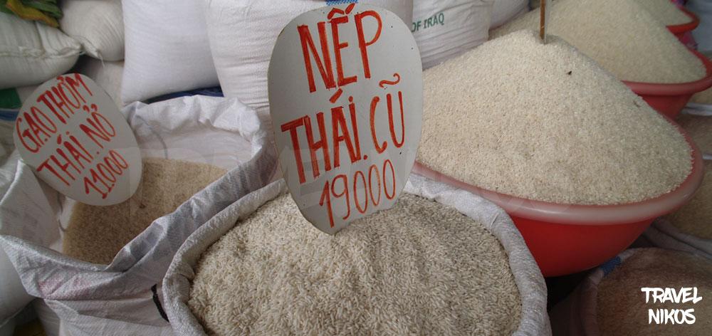 Αγορά ρυζιού στην αγορά Cho Gao στον Μεκόνγκ Δέλτα