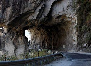 Το τούνελ στο δρόμο του Guoliang στην Κίνα