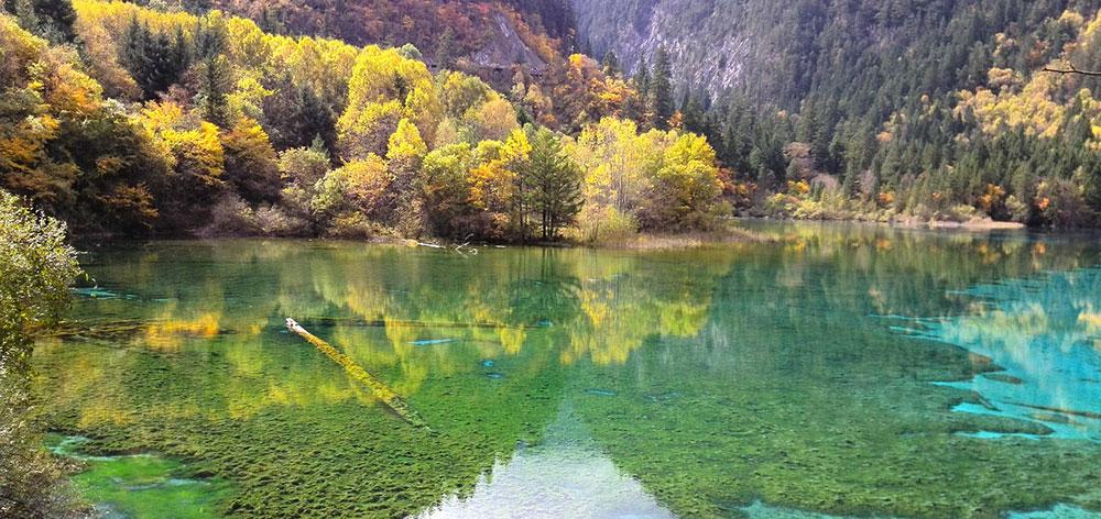 Εθνικό Πάρκο Jiuzhaigou ένα δίκτυο κοιλάδων Sichuan της Κίνας