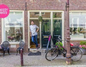 Ο Έλληνας που άνοιξε το πρώτο cheesecake μαγαζί στο Amsterdam