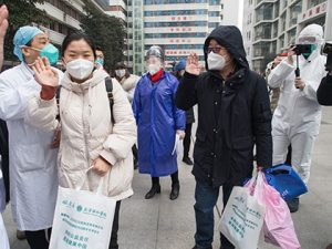 Medical workers diagnosed with the novel coronavirus (2019-nCoV) pneumonia are cured and discharged from a hospital in Wuhan, central China's Hubei Province, Jan. 28, 2020. (Xinhua/Xiao Yijiu)