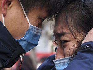 Lyu Jun (L), a member of a medical team leaving for Wuhan of Hubei Province, says goodbye to his family at Xinjiang Medical University in Urumqi, northwest China's Xinjiang Uygur Autonomous Region, Jan. 28, 2020. (Xinhua/Wang Fei)